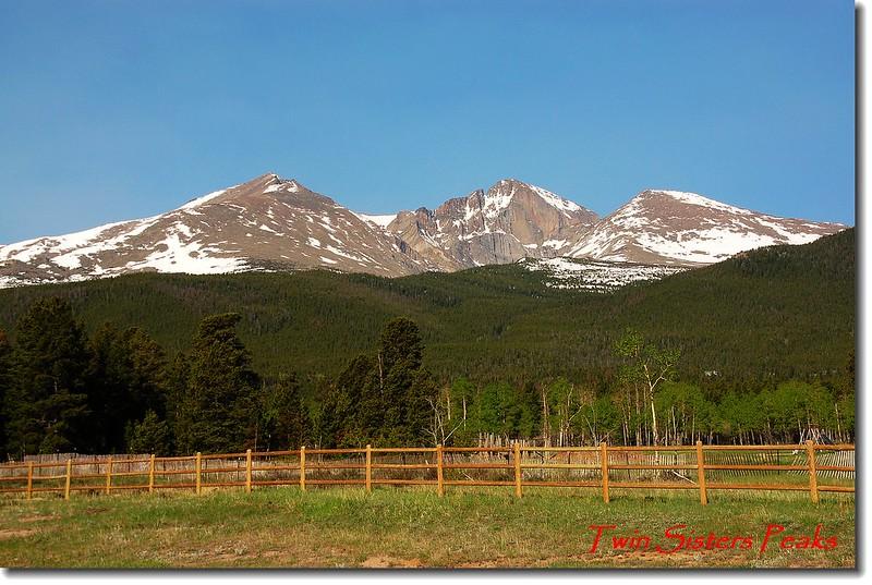 CO 7號公路看Mount Meeker、Longs Peak 和Lady Washington(左至右)