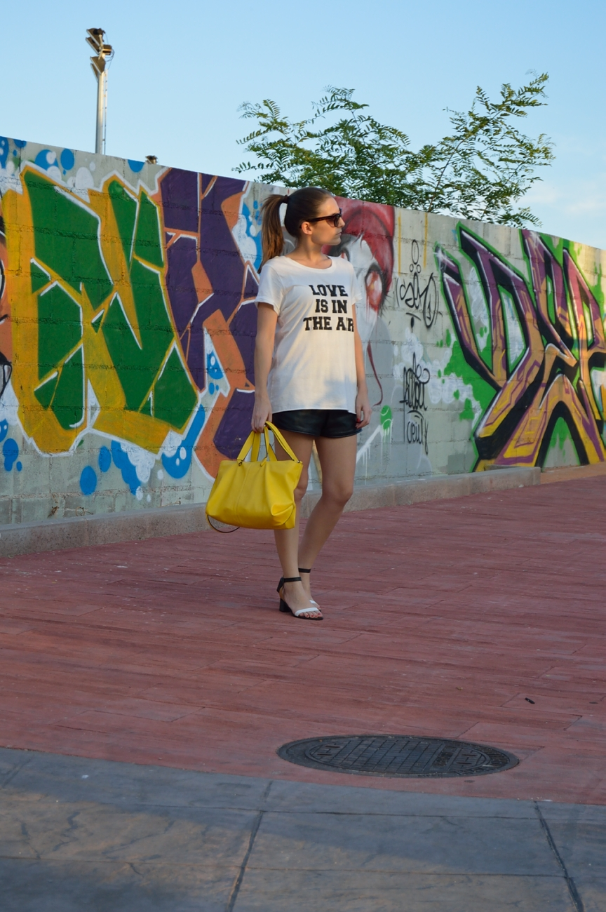 lara-vazquez-madlula-fashion-blog-style-streetstyle-summer-easy-look-yellow-bag