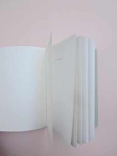 Ortografia della neve, di Francesco Balsamo. incertieditori 2010. Progetto grafico di officina delle immagini. Verso della copertina, pagine interne (part.), 1