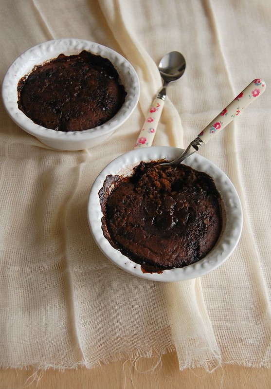 Chocolate self-saucing pudding / Bolo-pudim de chocolate