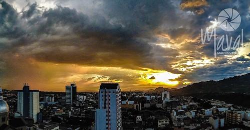 sunset sky sol atardecer colombia cielo nubes puestadesol hermoso ocaso risaralda bello panorámica pereira soleado cálido