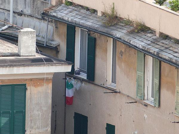 façade et drpeau italien