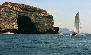 KORSIKA, Bonifacio, Segelschiff vor der Felsengrotte, 11294/3682