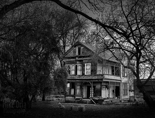 california brentwood byronhighway byron knightsen discoverybay balfour house victorian home haunted trees black white mono 645z 645 pentax mikeoria landscape outdoor