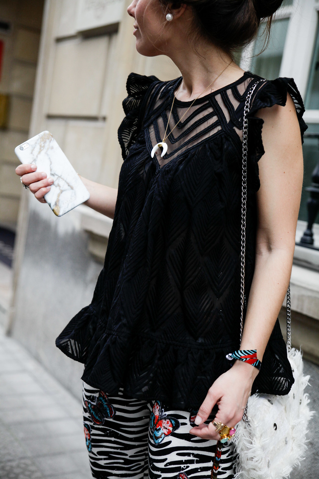 03_Pantalones_Zebra_Blusa_Boho_tacones_rosas_stradivarius_Theguestgirl_outfit_barcelona_streetstyle