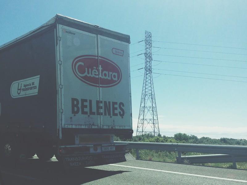 Foto de un camión de Cuétara Belenes - por España