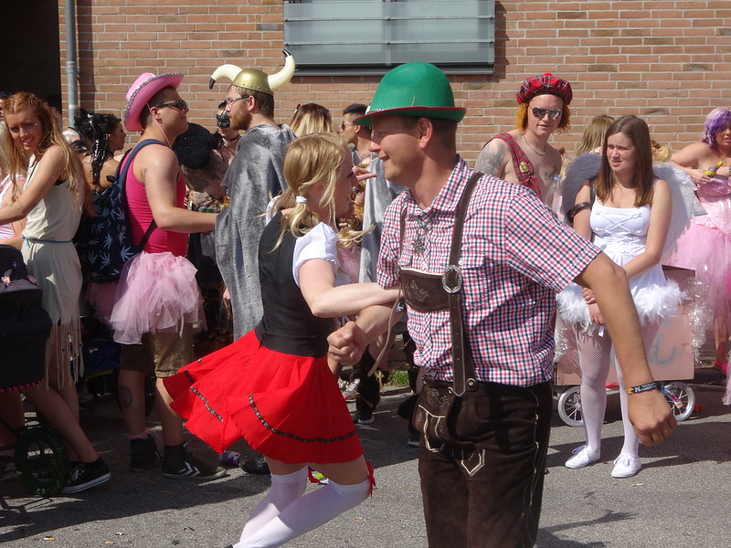 Lederhosen man and Heidi