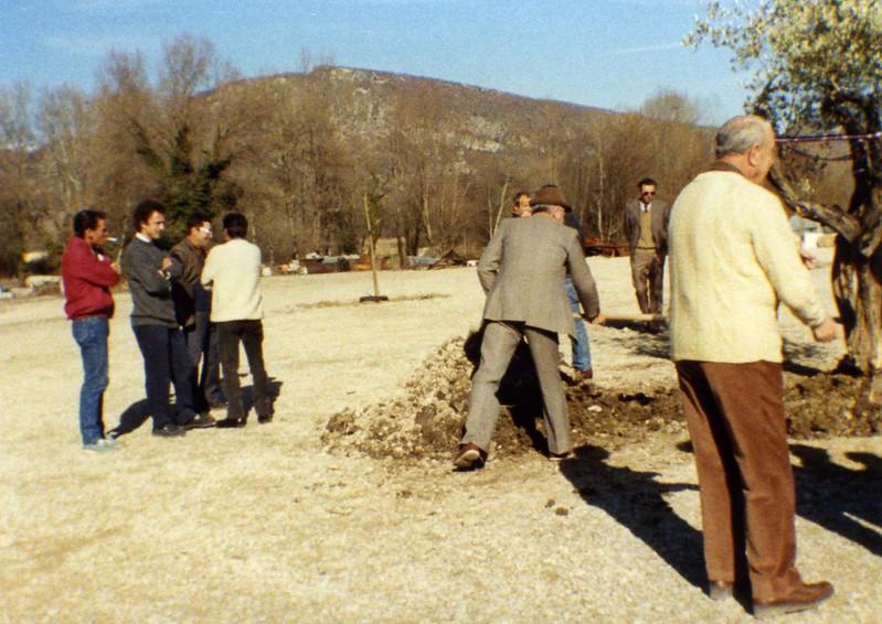 1989 :Plantation de l'Olivier : Pelletée d'Adrien Delmarre