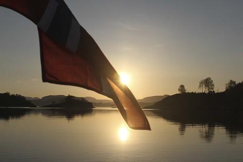 sea seascape reflection silhouette norway sunrise canon norge spring outdoor norwegen 7d april noruega flagg 2014 fotoroar2013