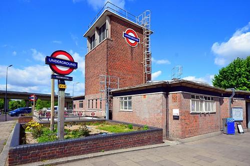 Redbridge / tube station
