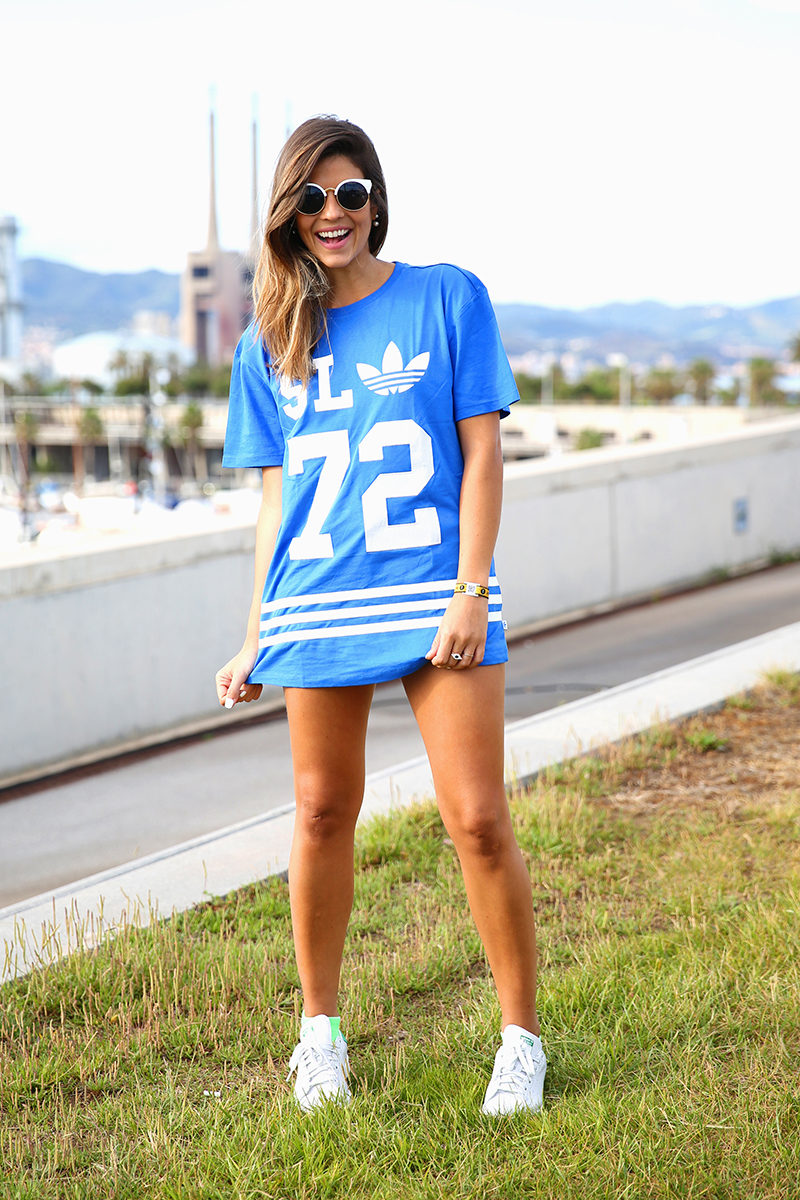 trendy_taste-look-outfit-street_style-ootd-blog-blogger_españa-fashion_spain-moda_españa-festival-primavera_sound-adidas_originals-stan_smith-barcelona-camiseta-zapas-17