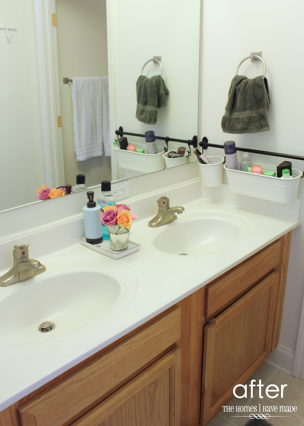 Small Bathroom Organization-014