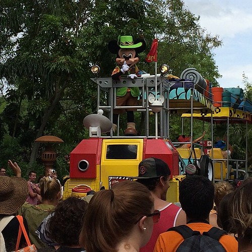 Mickey's Jammin' Jungle Paradeラストラン。大盛り上がり。楽しいパレードだったなあ。dpost.jpに他の写真をアップします。