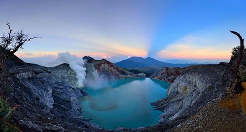 blue lake sunrise indonesia volcano java smoke acid ijen kawahijen