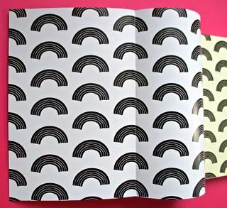 Romanzi, collana di Tunué edizioni. Progetto grafico di Tomomot; impaginazione di TunuéLab. Verso del risvolto di copertina e della copertina, carta di guardia [Barison] (part.), 2