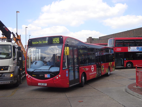 London United OCE2 on Route H98, Hounslow Garage