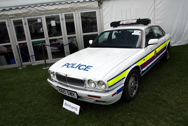 Jaguar XJ Police.