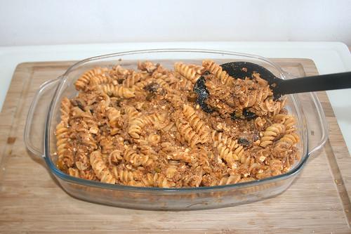 49 - Nudeln einfüllen / Fill with noodles