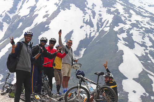 india landscape cyclists leh manali rohtang