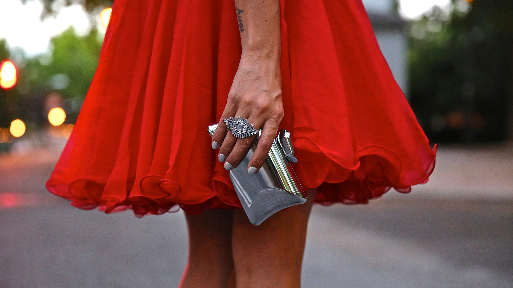 trendy_taste-look-outfit-street_style-ootd-blog-blogger-fashion_spain-moda_españa-red_dress-vestido_rojo-pedreria-coctel-cocktail-boda-wedding-chupa_cuero-leather_jacket-saint_laurent-8