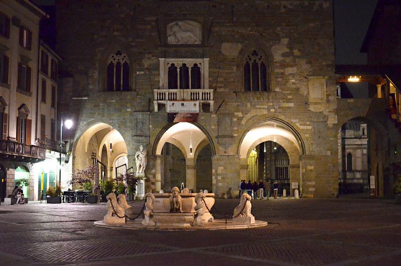 Venetian Fountain, Piazza Vecchia, Bergamo, Italy