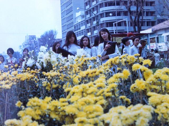SAIGON 1971 - Photo by Dieter Wahl - Chợ hoa Tết đường Nguyễn Huệ