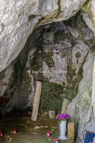 Bucciano (BN), 2017, Il Santuario della Madonna del Taburno: la grotta della apparizione.
