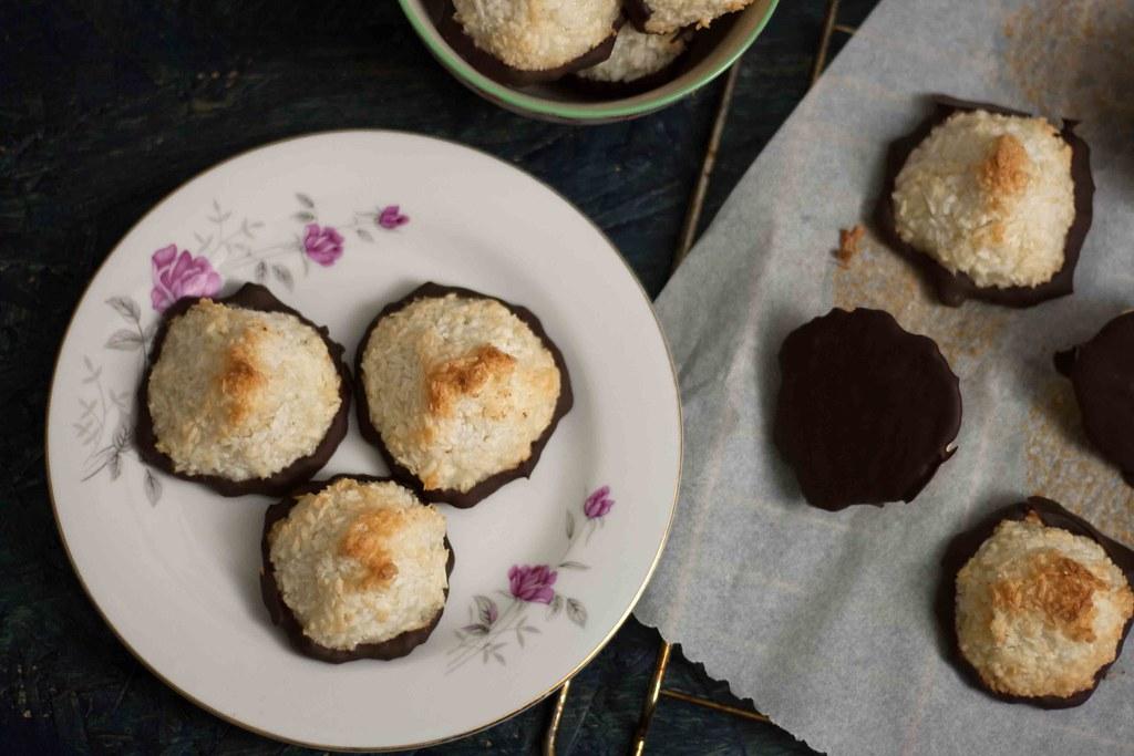 Saftige kokosmakroner med chokolade (8)