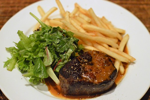 Bitton Gourmet: Beef eye fillet with peppercorn sauce, pommes frîtes and salad