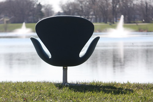 ***ON DECK*** Graceful Early Arne Jacobsen Danish Mid Century Modern Swan Chair for Fritz Hansen (Denmark, 1960s)