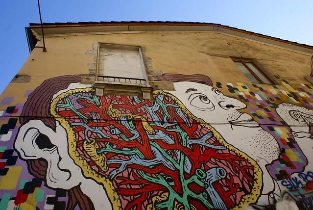 Mural entre neuroscience et bonheur.