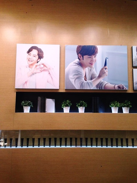 [pics] Yalget Exhibition Stands with Jang Keun Suk Images at Shanghai Cosmetic Expo_20140507 14147258483_c0ca44f039_z