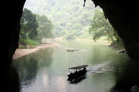 Puong Cave洞穴    photo credit The B-Tourist
