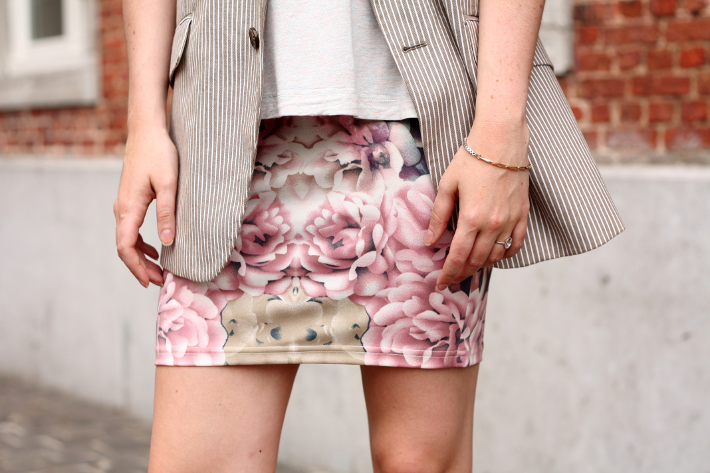 blazer short floral skirt outfit