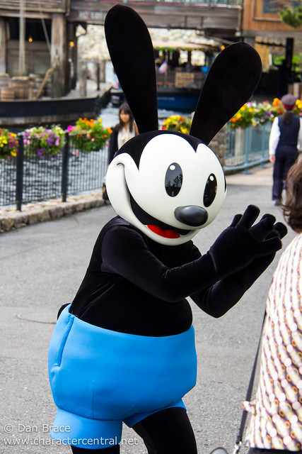 Meeting Oswald the Lucky Rabbit for the first time! & Meeting Oswald the Lucky Rabbit at Tokyo DisneySea - Disney ...