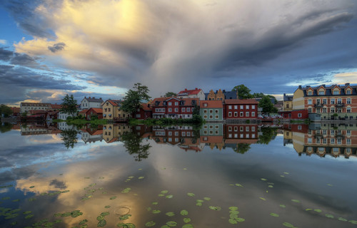 trees houses sunset lake cars water beautiful clouds reflections landscape pretty lily sweden ring vehicles lilies gamlastan ripples sverige oldtown hdr eskilstuna waterscape eskilstunaån