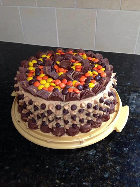 reesescake, reeses, reeses cake, chocolate cake, chocolate and peanut butter cake, peanut butter frosting, reeses cups