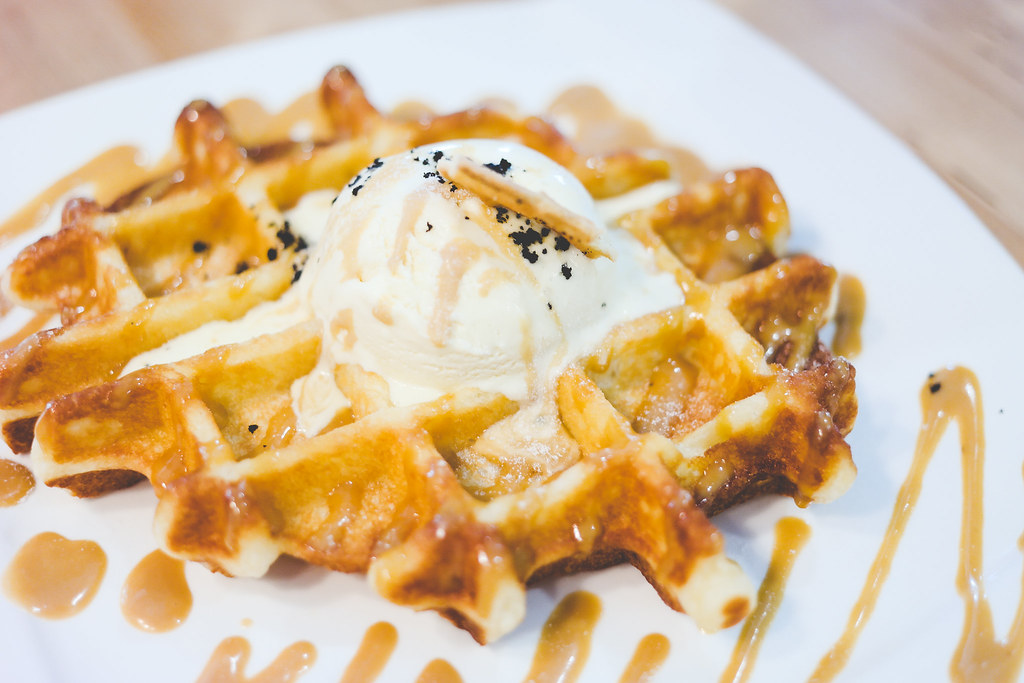 Hatter Street Bakehouse and Cafe: Gula Melaka Waffle with Pandan Ice Cream