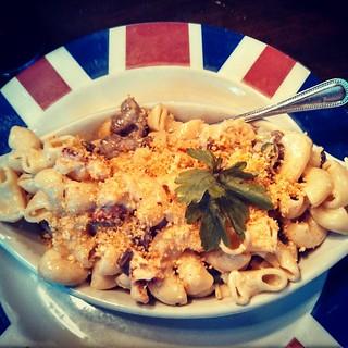 Surf & Turf Mac & Cheese... Heaven on a plate!! #foodstagram #macandcheese #lobster #steak #delish #yumo #BritishBeerCompany #manchvegas
