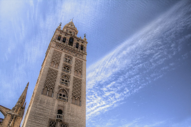 Sevilla y su cielo