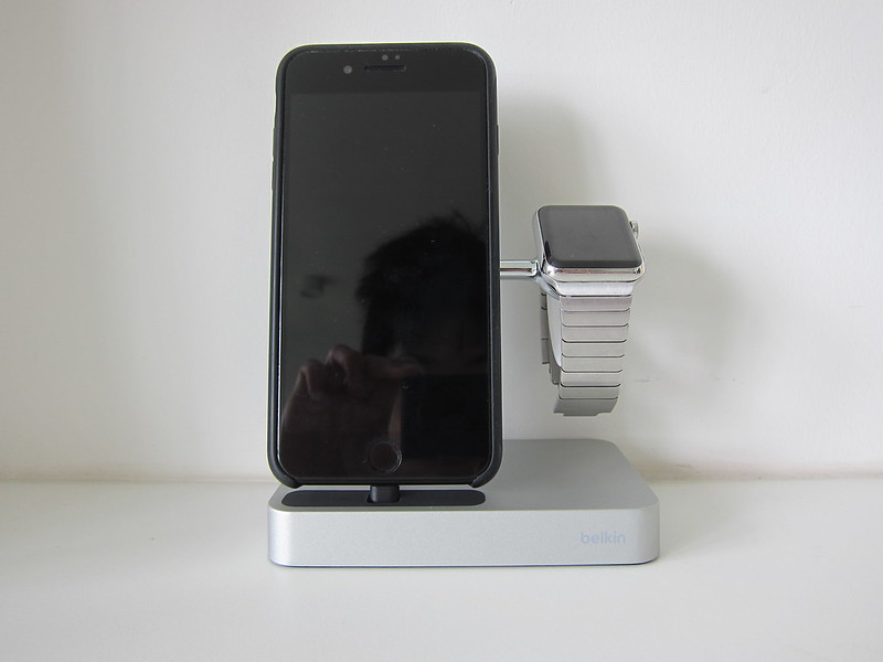 Belkin Valet - With iPhone & Apple Watch - Front