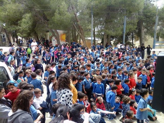 """An der Schule wird bei unserem Besuch der """"Tag des Bodens"""" gefeiert"""