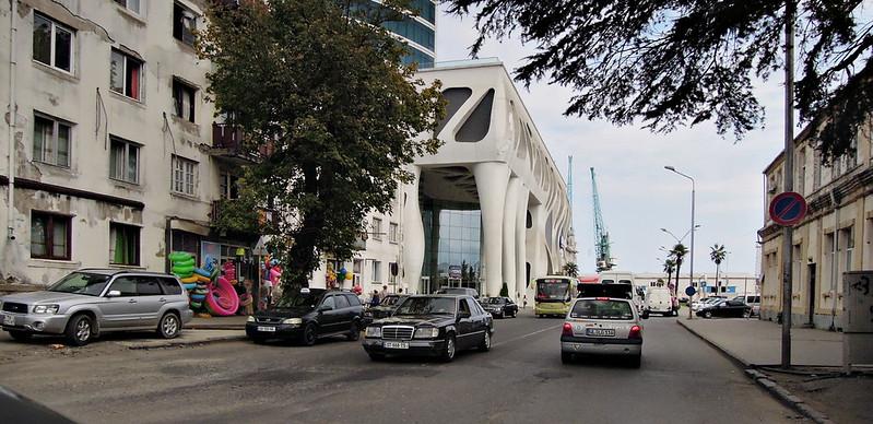 am Hafen von Batumi vorbei
