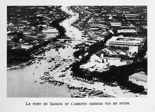1931  Le Port de Saigon et l'arroyo chinois vus en avion - Cảng Saigon và rạch Bến Nghé nhìn từ máy bay