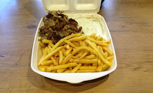 Dönerteller mit Pommes Frites / Kebap Dish with french fries