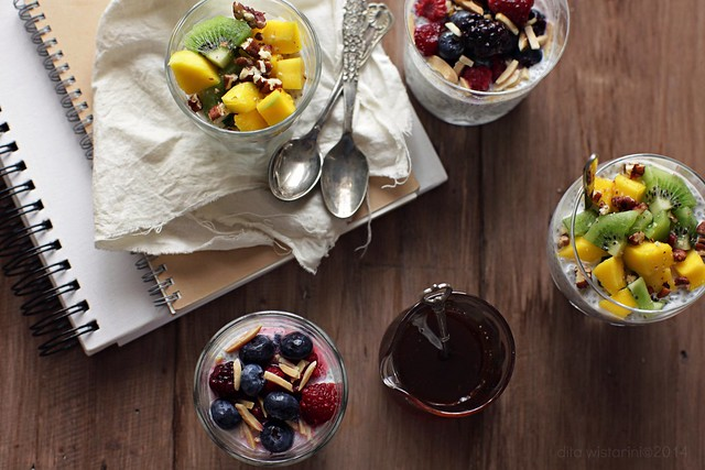 chia seed pudding with fresh fruits