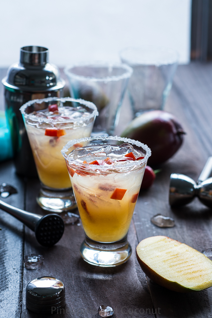 Spicy Chili Pepper Mango Margarita www.pineappleandcoconut.com #cincodeymayo