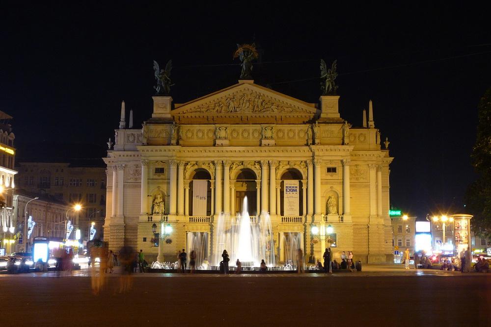 Львівський оперний театр