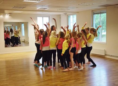 Laddar inför danslägeruppvisningen