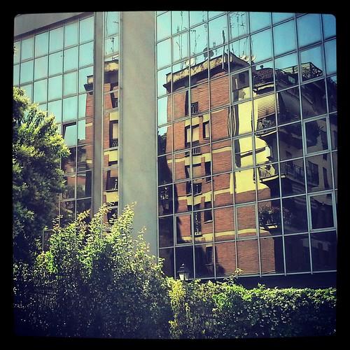 palazzo specchiato a Corso Francia